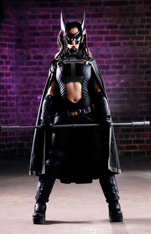 Name:  Huntress-cosplay-photographed-by-Riddle1.jpg Views: 504 Size:  79.1 KB